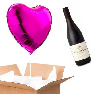 betterthanflowers-bottle-of-red-wine-pack-a-dark-pink-heart-shaped-balloon-907873583144_grande